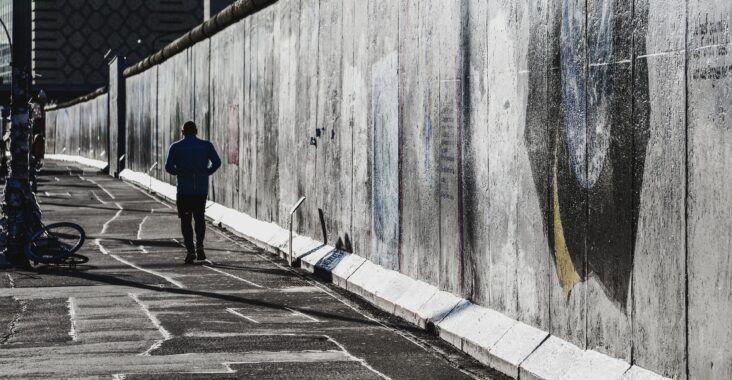 , Nuevo orden posterior a la caída del muro de Berlín, Estudianteo